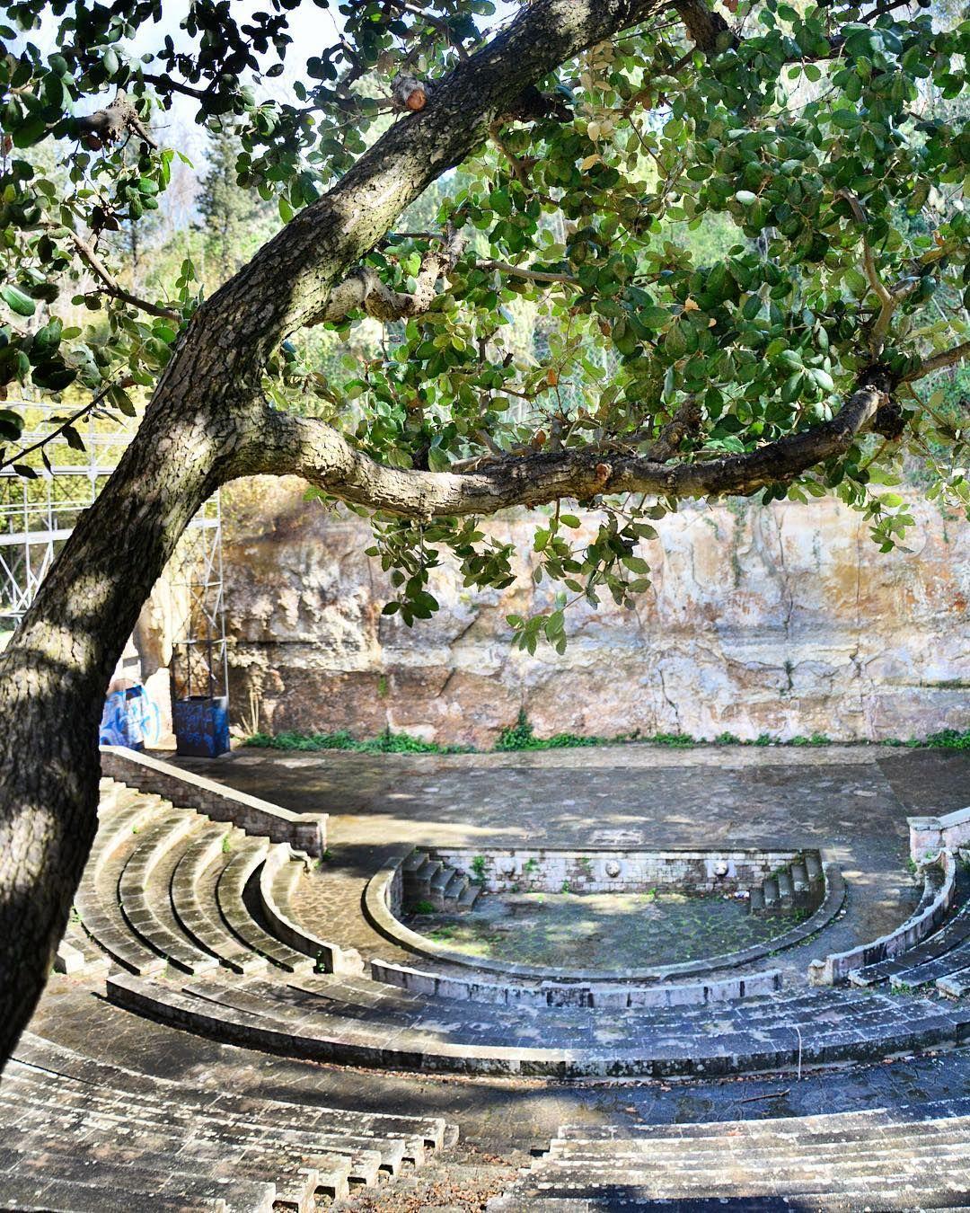 montjuic-gardens-teatre-grec-barcelona-pickapictour