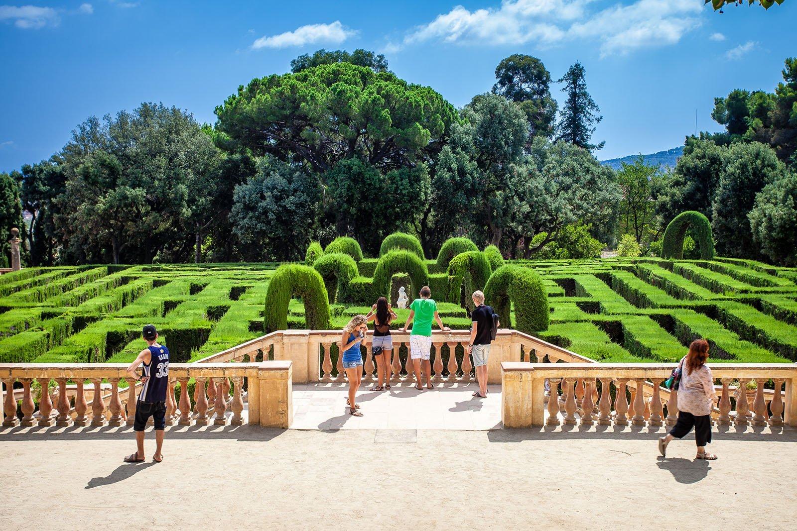 park-labyrinth-laberint-barcelona-pickapictour